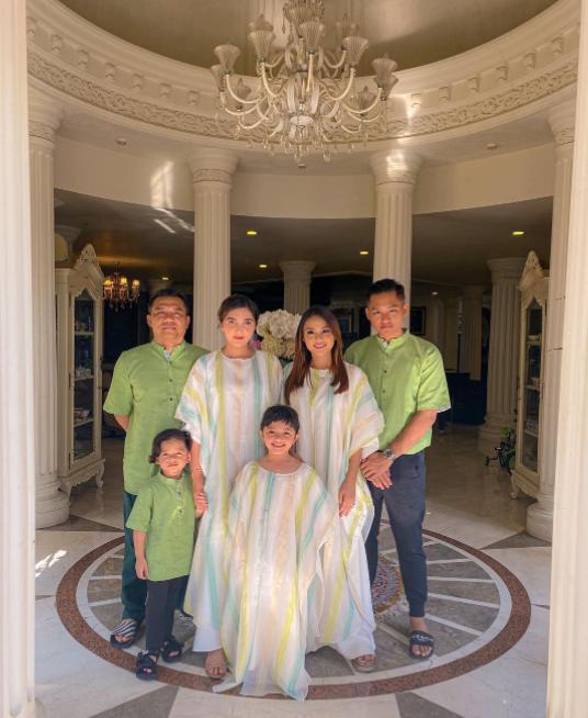 Inspirasi baju lebaran keluarga seleb Instagram