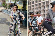 Taksiran harga outfit 8 seleb saat bersepeda, ada di bawah Rp 60 ribu