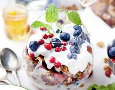 olahan yoghurt dan buah segar © 2021 brilio.net