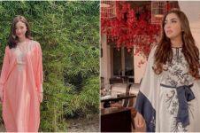 Gaya outfit Lebaran 10 seleb cantik, Zaskia Adya Mecca cuma pakai kaus