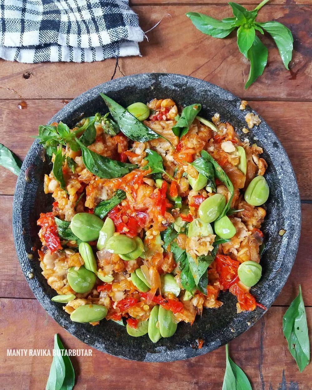 makanan dengan aneka sambal © 2021 brilio.net