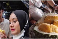 7 Momen Dinda Hauw ngidam durian saat hamil besar, makan lahap banget