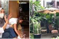 8 Potret halaman rumah Amy Qanita di Bandung, penuh kenangan manis