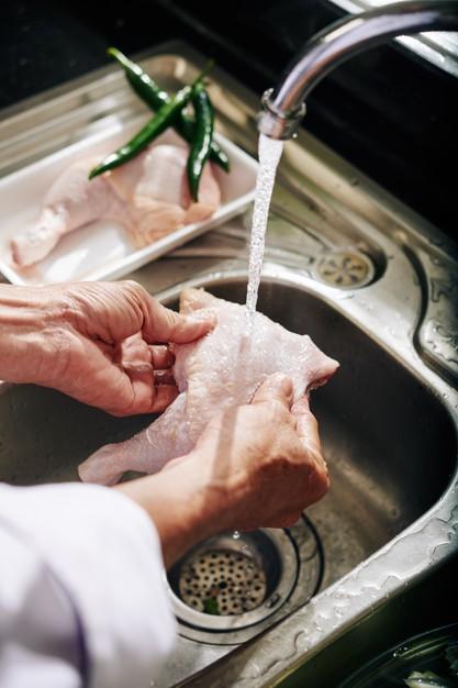4 Cara membuat kulit ayam goreng renyah © berbagai sumber