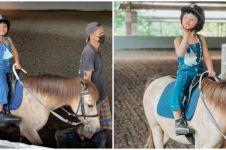 9 Potret keseruan Gempi dan Gisel berkuda di Bali, bikin salfok