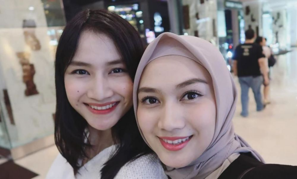 penyanyi cantik dan adik perempuan © Instagram