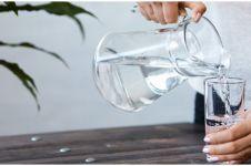 Perbedaan air mineral dan air putih, mana lebih baik?