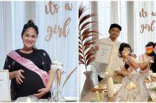 8 Momen baby shower istri Wendy Cagur, sahabat beri kejutan manis