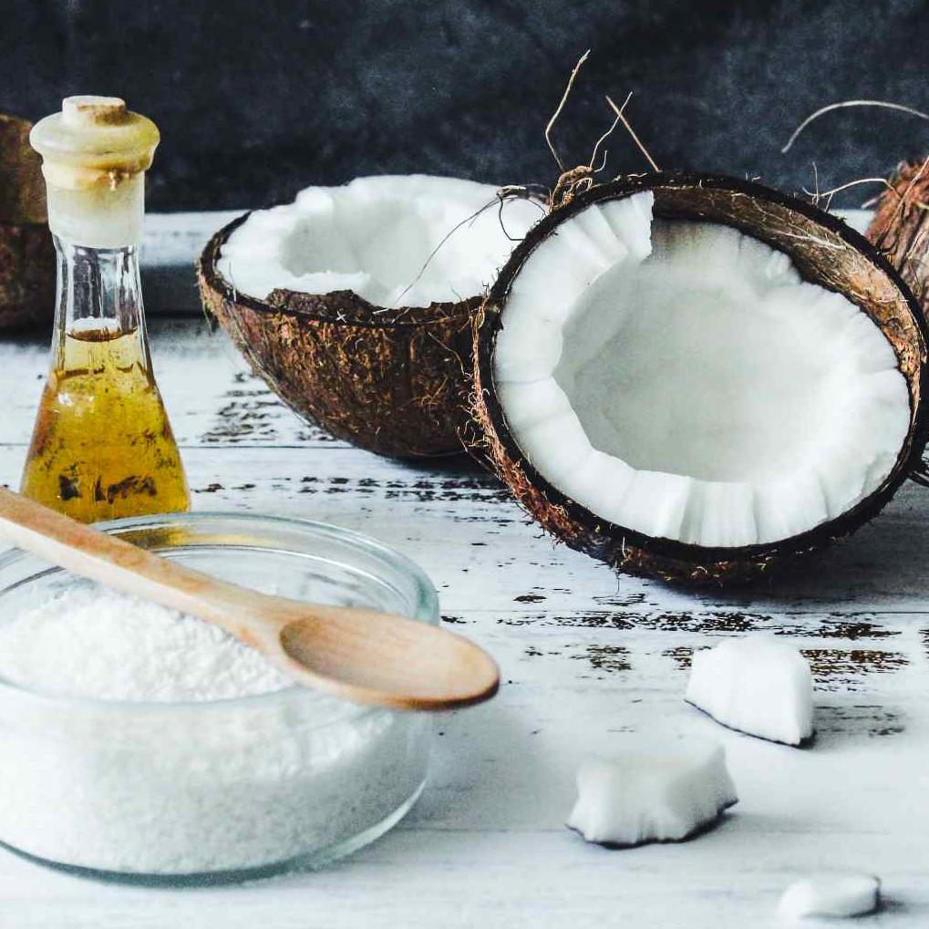 13 Manfaat minyak kelapa untuk kecantikan, bisa samarkan noda hitam