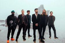 Maroon 5 rilis album baru, didedikasikan untuk mendiang sang manajer