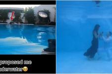 Viral momen wanita dilamar kekasih di dasar kolam renang, unik banget