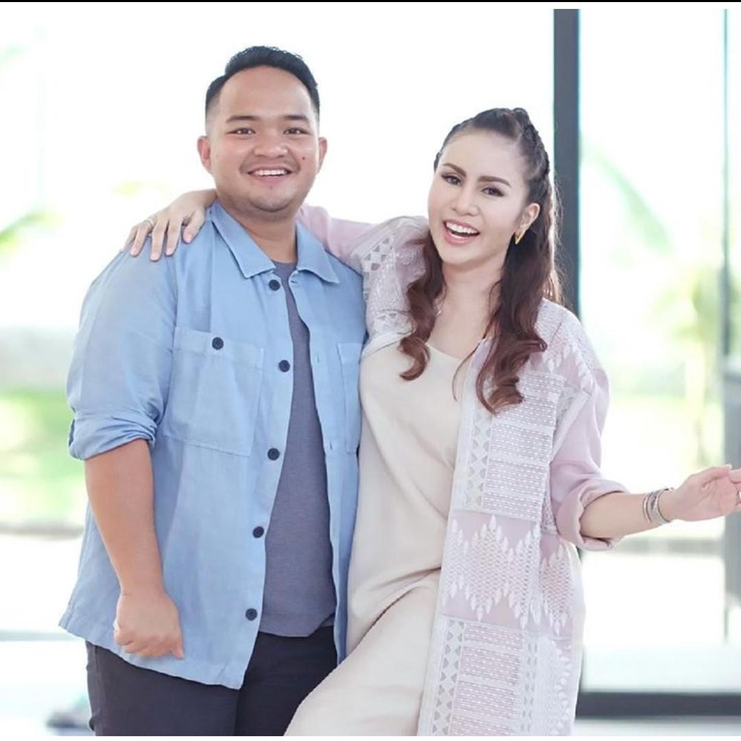 Potret tanpa makeup 10 seleb istri pengusaha, bukti cantik alami