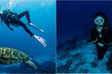 Momen 7 seleb diving di Labuan Bajo, Awkarin bertemu Penyu raksasa