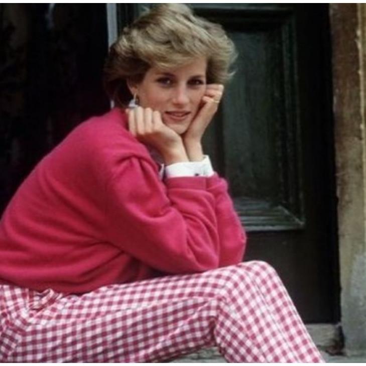 10 Inspirasi gaya outfit Putri Diana, tak lekang oleh waktu