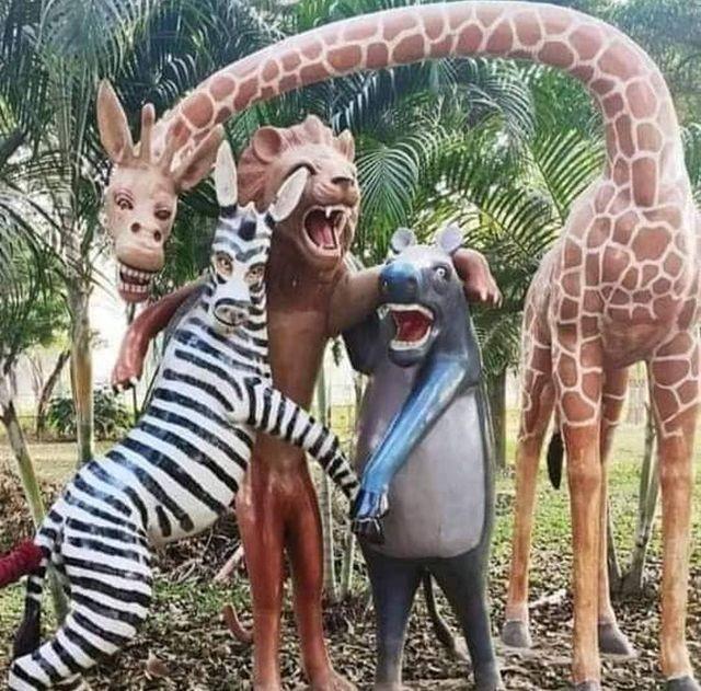 penampakan nyeleneh patung hewan © 2021 berbagai sumber