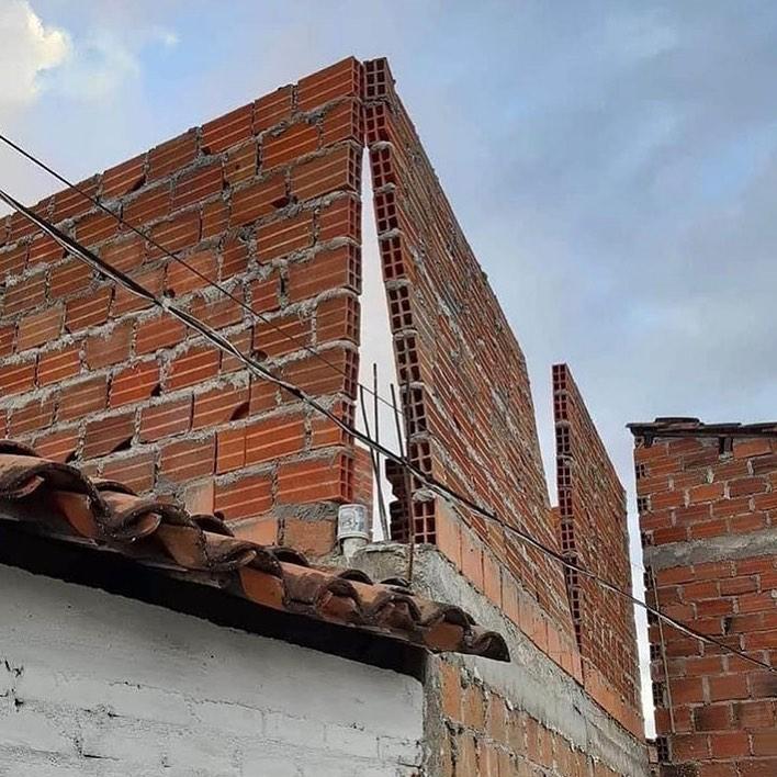 bangunan nggak lurus absurd banget © 2021 instagram.com