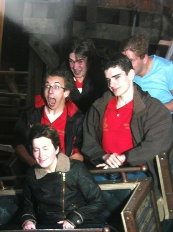 ekspresi cowok roller coaster © 2021 berbagai sumber