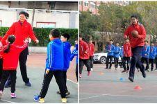 9 Potret Zhang Ziyu, gadis remaja 14 tahun setinggi 2,26 meter