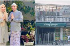 7 Potret warung makan ayah Ayu Ting Ting, berkonsep rumah Betawi