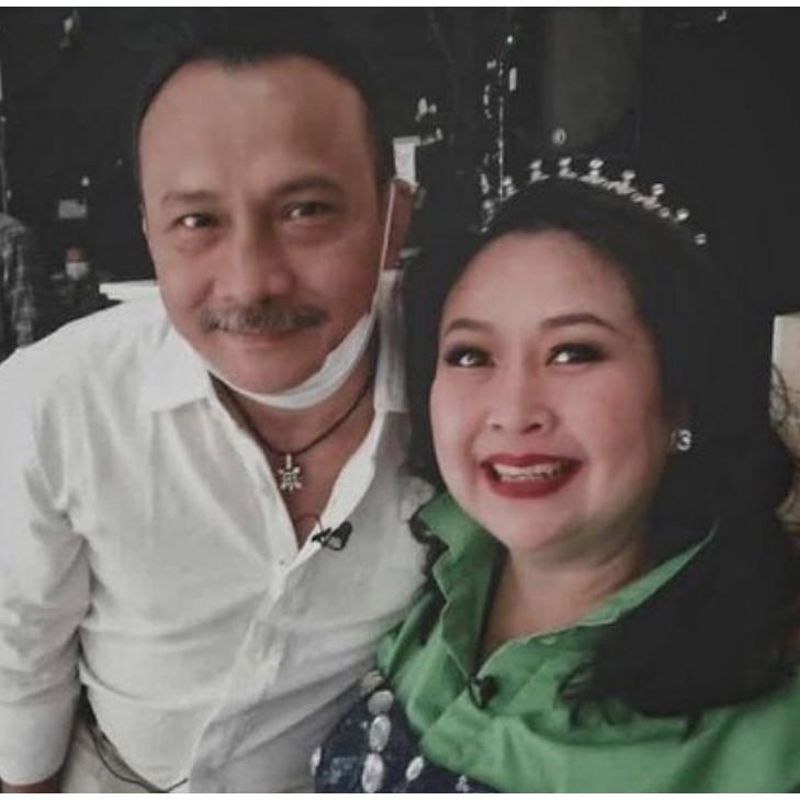 9 Foto persahabatan Ira Maya Sopha dan Adi Bing Slamet, awet 45 tahun