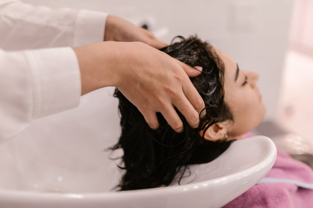 Cara merawat rambut yang diwarnai  © pexels.com