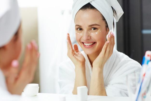 Causes de la peau grasse © Healthline et autres sources