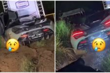 Momen apes mobil McLaren terjebak di area berlumpur, bikin ngelus dada