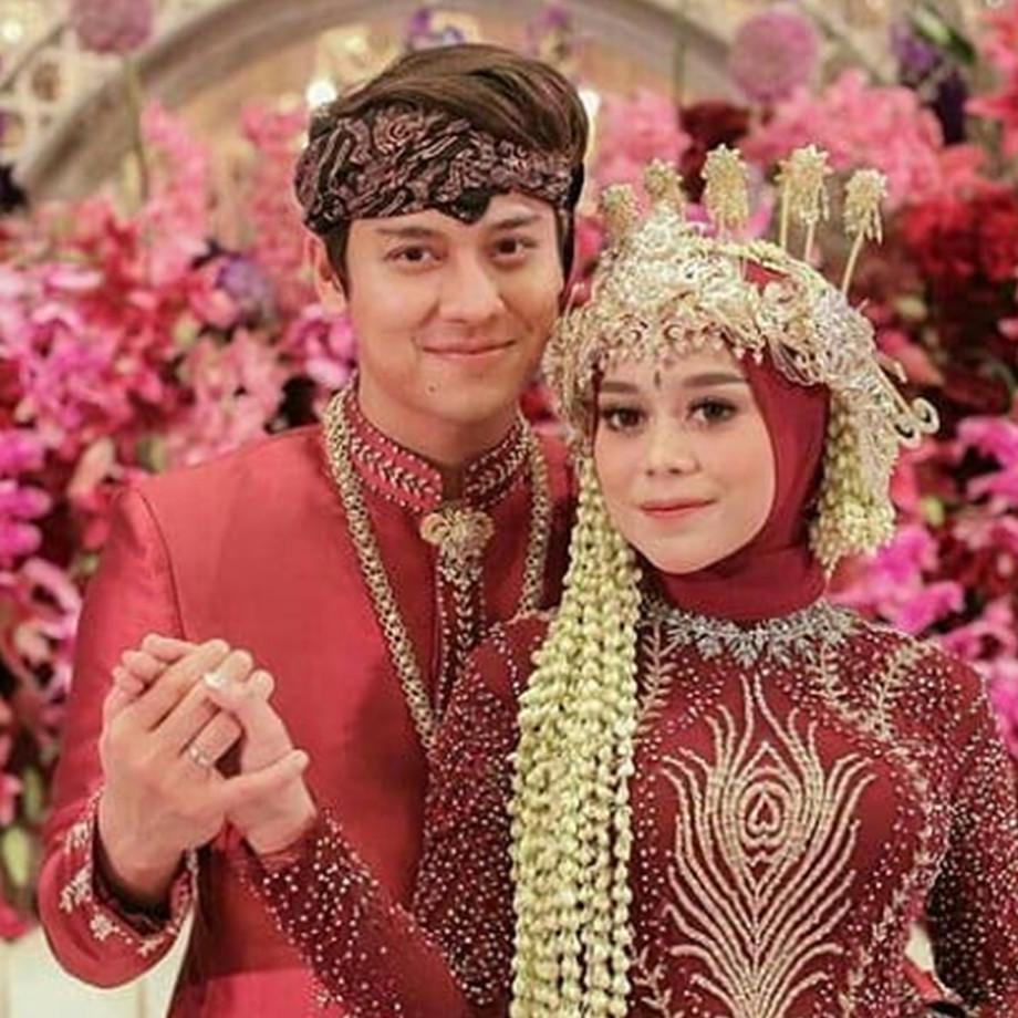 7 Detail kebaya Merak Ngibing Lesty Kejora di tasyakuran pernikahan
