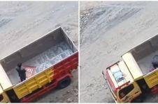 Video pria salat di atas truk tambang ini tuai pujian