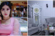11 Potret rumah Dila Erista D'Academy, megah dilengkapi jam gadang