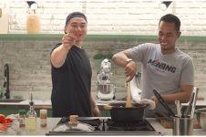 11 Momen Lord Adi masak sup tulang bareng Chef Arnold, kompak banget