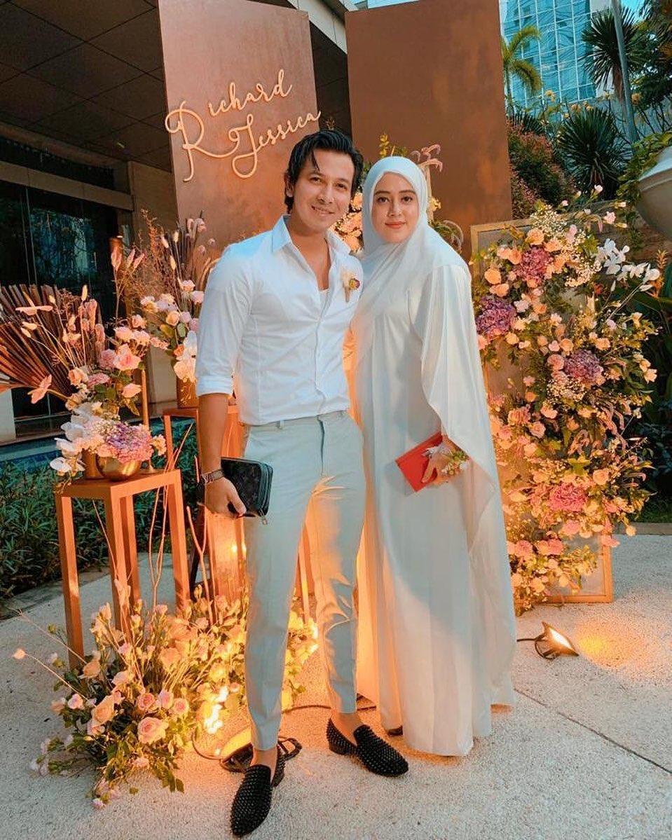 gaya pasangan seleb hadiri acara lamaran © instagram