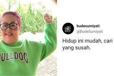 91 Kata-kata caption lucu ala Bude Sumiyati, hiburan kala sakit hati