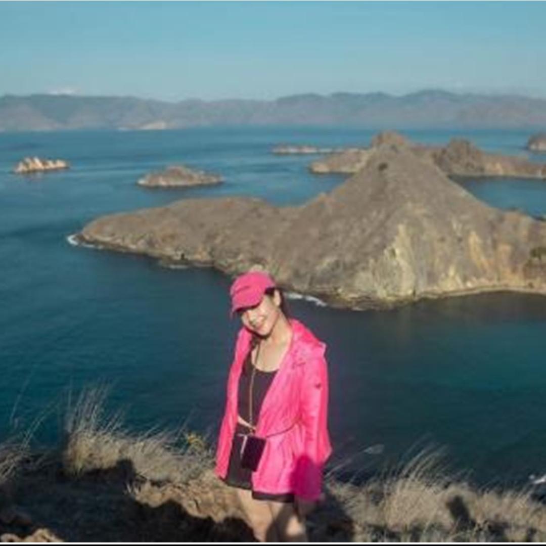 7 Beda gaya Nagita dan Syahnaz saat liburan di Labuan Bajo