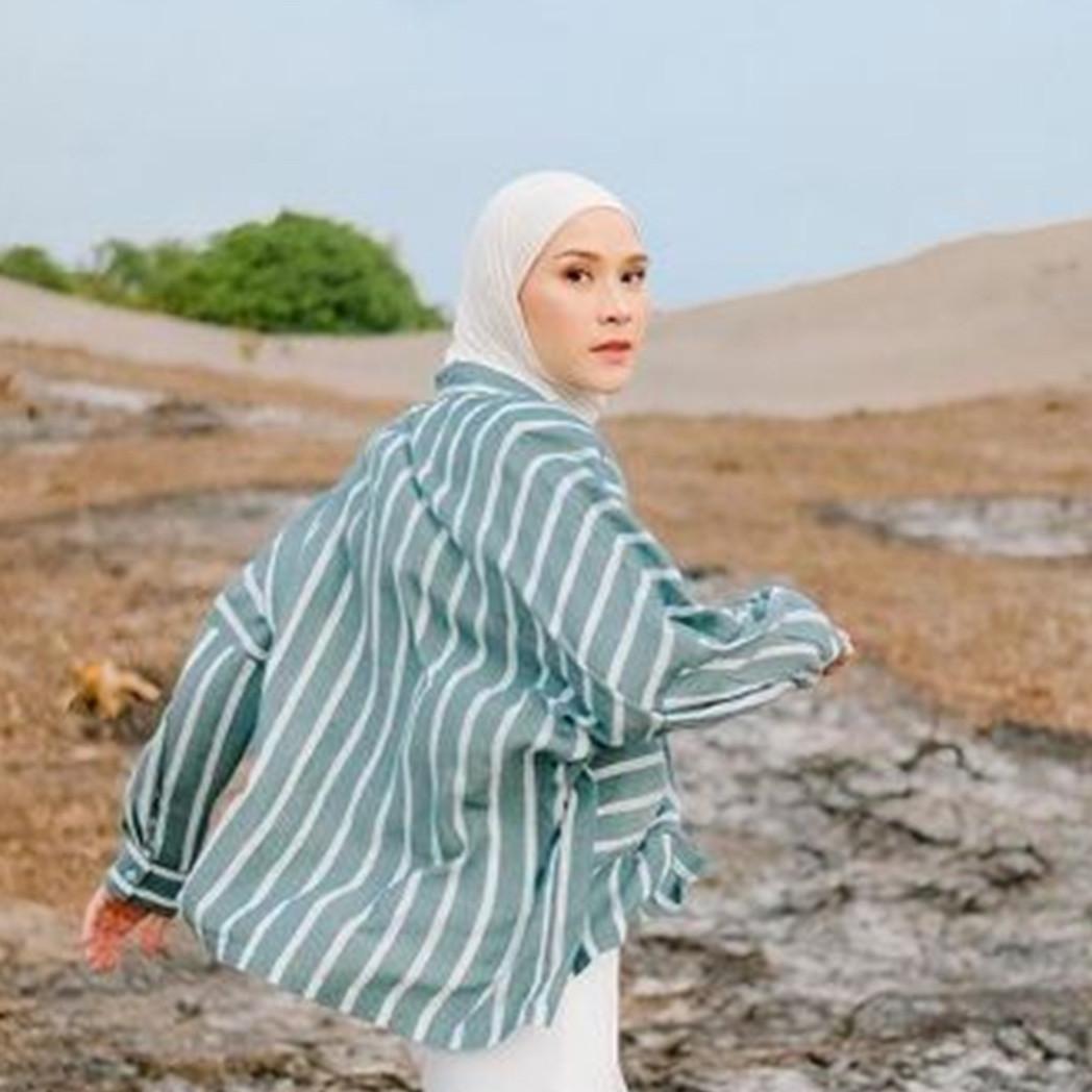 6 Tips padu padan outfit harian agar keren dipotret ala Zaskia Mecca