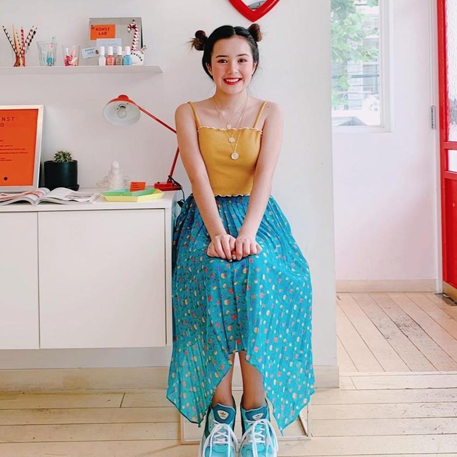 7 Cara padu padan Korean style ala Beby Tsabina, makin manis dan girly