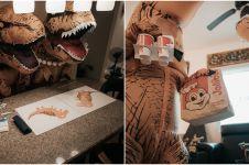 Pakai kostum dinosaurus, foto prewedding pasangan ini bikin gemas