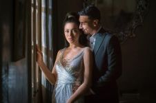 9 Detail pernikahan Jessica Iskandar & Vincent Verhaag, serba monokrom