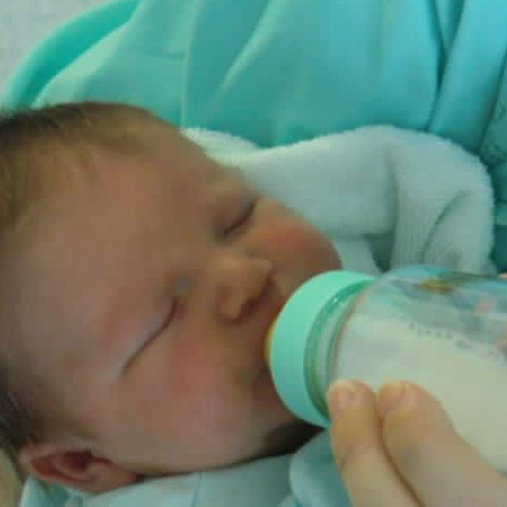 5 Tips memilih botol susu yang aman untuk buah hati