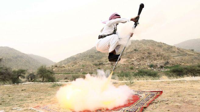 Aksi gila orang Arab terbang dengan senapan bakal bikin kamu melongo!