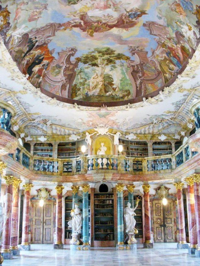 20 Perpustakaan di dunia ini bak istana, bikin betah baca buku ya!