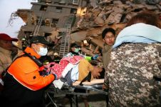 Ini foto-foto kondisi ketika evakuasi korban gempa Taiwan, mencekam!