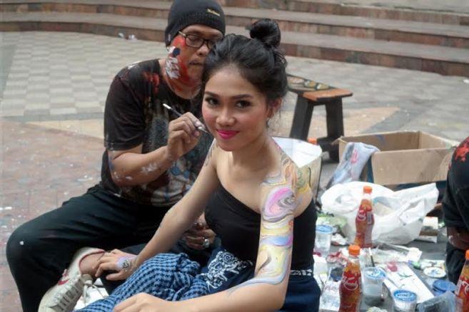 Mengintip 'kebangkitan' para seniman di pasar seni Ancol