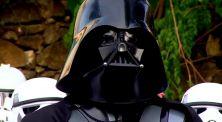 Pria Gemuk Ini Lari Ketakutan Dikejar Pasukan Stormtroopers