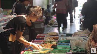 Break Shooting AADC 2, Dian Sastro Jajan Tahu di Pasar