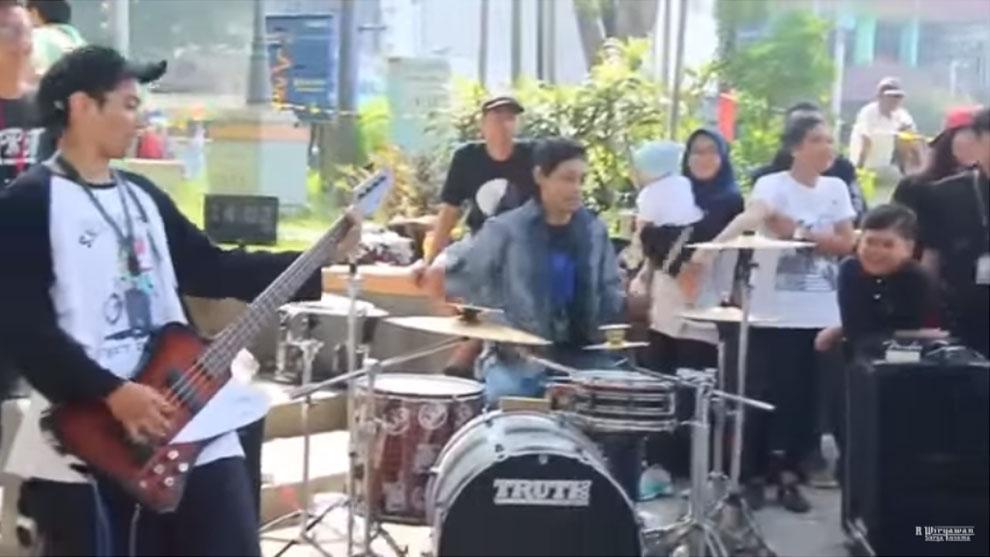 Aku Deathmetal - Mesin Tempur, R Wiryawan Bikin Cover Versi Band