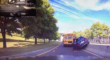 Rekaman Video Detik-Detik Mobil BMW Menabrak Bus Sekolah