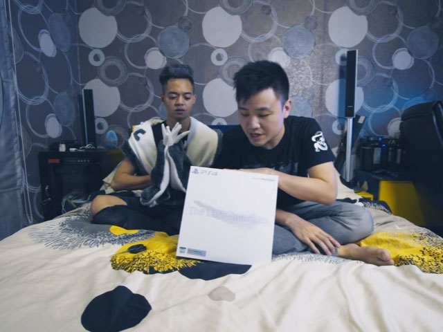 Reza Arap unboxing The Last Guardian - Collectors Edition © 2016 famous.id