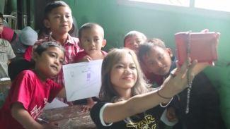 Fathia Izzati Mengajar Bahasa Inggris