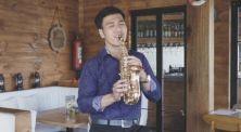 Cover Lagu 'Dia' Versi Saxophone Ini Wajib Kamu Denger